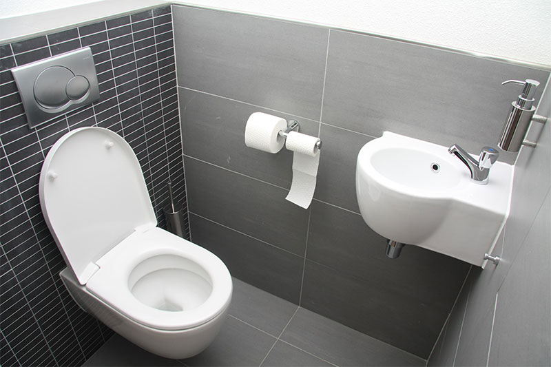 Toilet plaatsen renoveren bouwbedrijf Soest Van Schaik